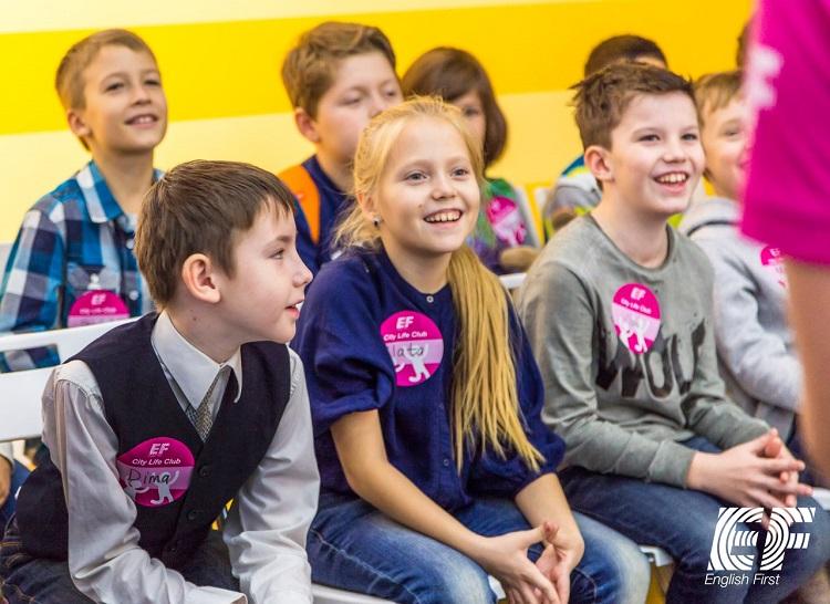 Группа ровесников, где у ребят примерно одинаковый языковой уровень, играет важную роль в изучении английского